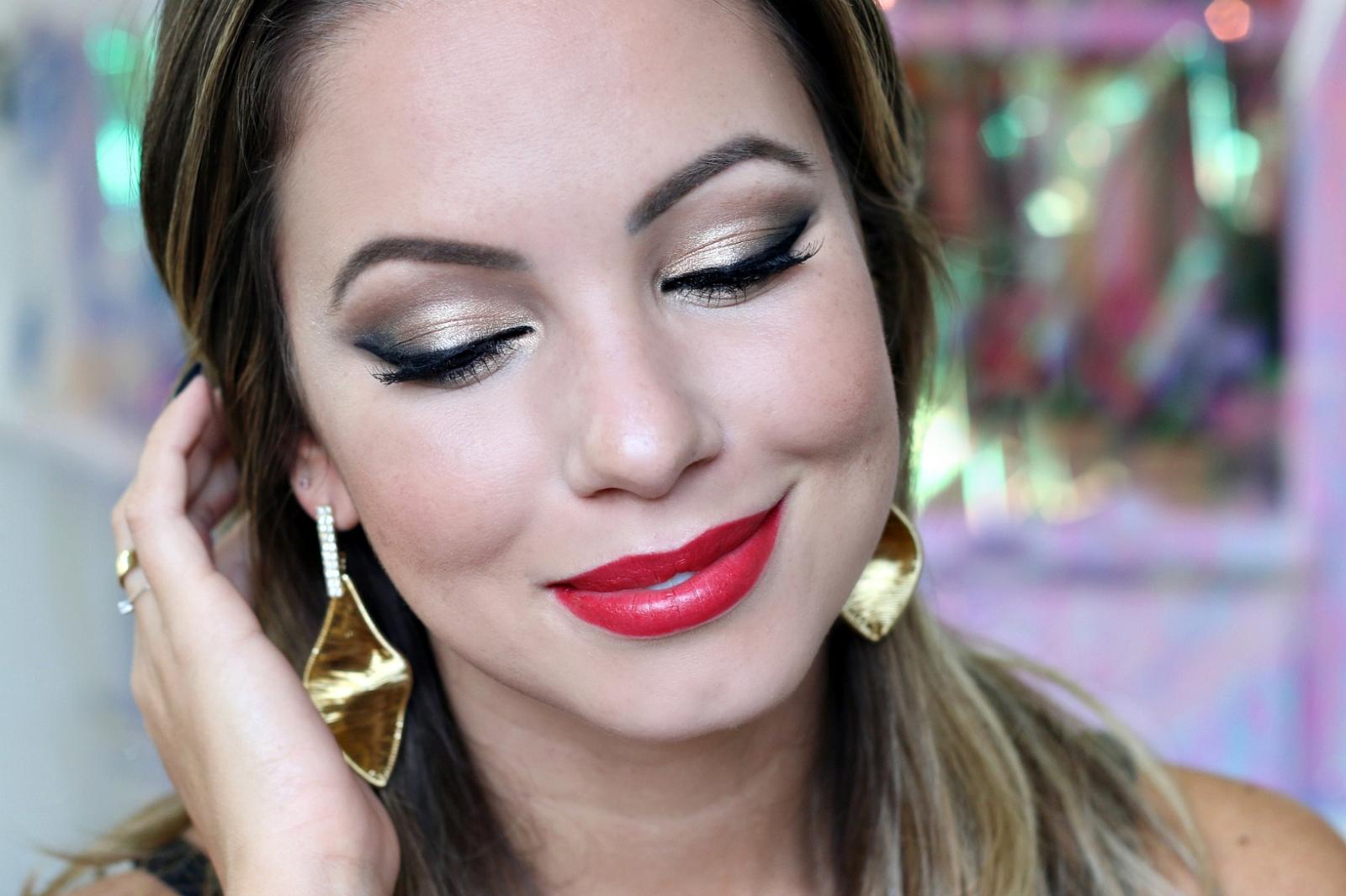 Tutorial Festa | Maquiagem Dourada, Delineador e Batom Vermelho ...