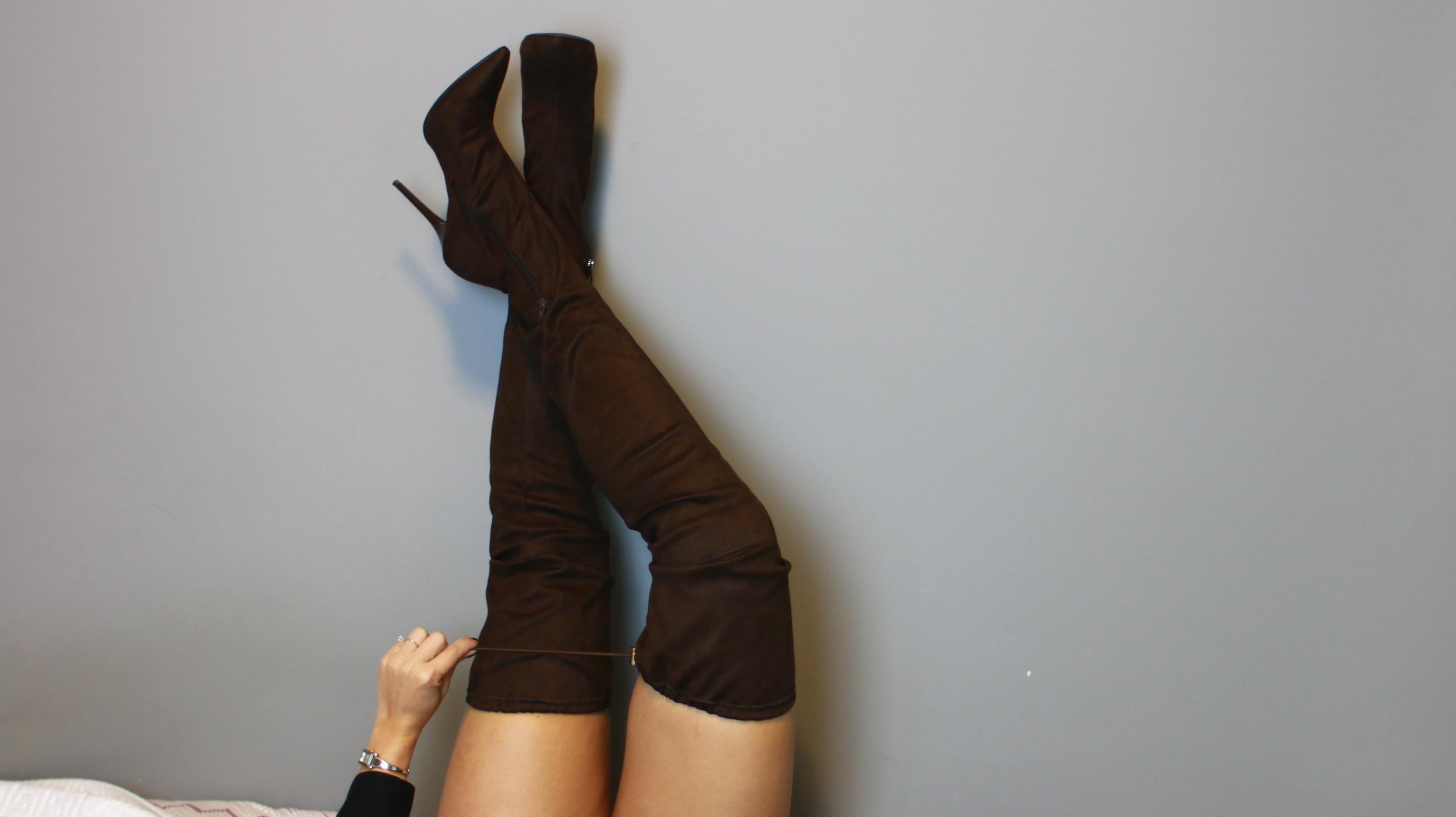 aec851930 As botas com possibilidade de dobrar a barra são bem versáteis, já que você  pode usar de formas diferentes, de acordo com o seu look ou até com a sua  ...
