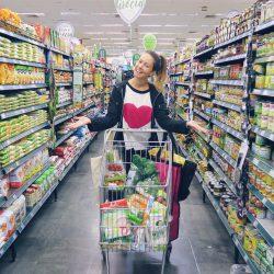 O que Eu Compro no Supermercado? por Juliana Goes
