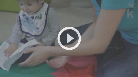 atividades coordenação motora fina bebê experimentando com materiais