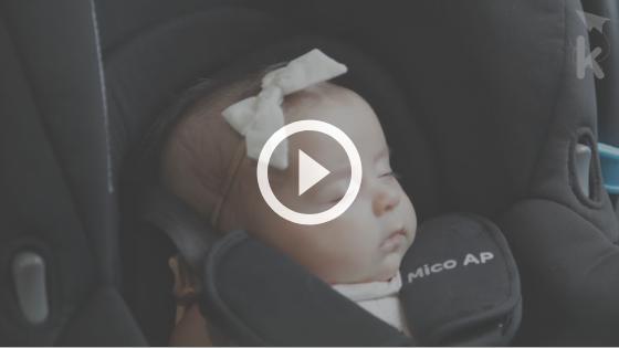 bebê na praia - bebê dormindo no carro