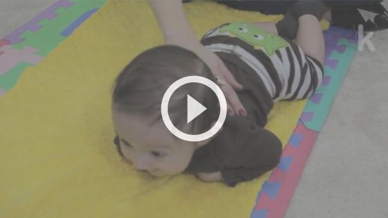 atividades sensoriais - massagem no bebê