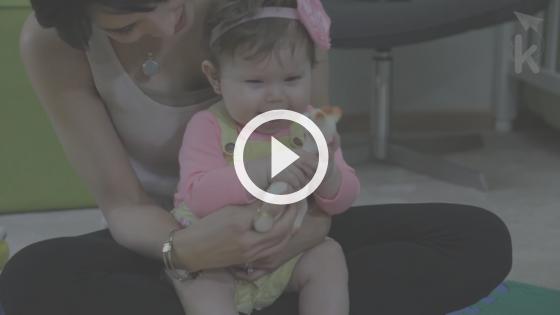 educação infantil atividades - mulher com bebe