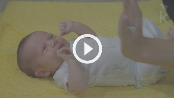 fatos curiosos sobre o bebê recém-nascido - reflexo Moro