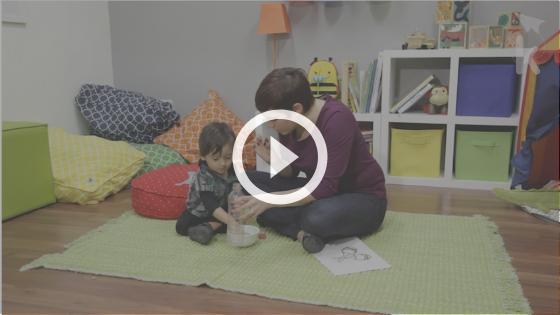 como ajudar o bebê a pinçar