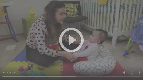 quando o bebê senta